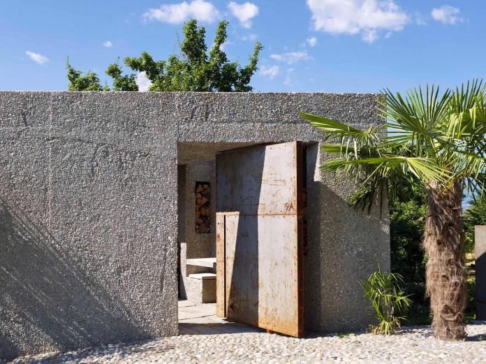 Concrete-House-in-Caviano-near-Lake-Maggiore-by-Wespi-de-Meuron-Romeo-architects-03
