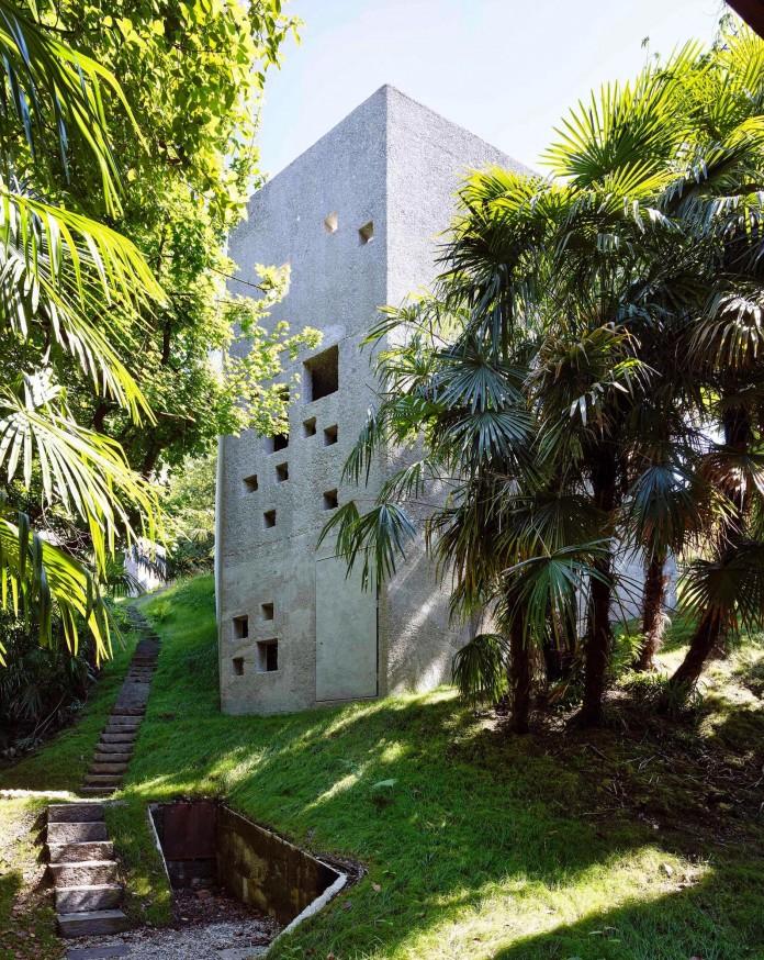 Concrete-House-in-Caviano-near-Lake-Maggiore-by-Wespi-de-Meuron-Romeo-architects-06