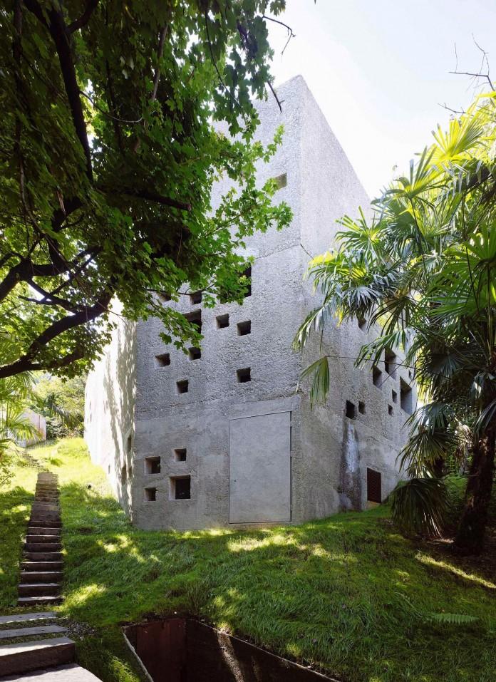 Concrete-House-in-Caviano-near-Lake-Maggiore-by-Wespi-de-Meuron-Romeo-architects-07