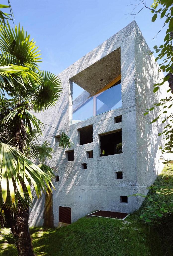 Concrete-House-in-Caviano-near-Lake-Maggiore-by-Wespi-de-Meuron-Romeo-architects-08