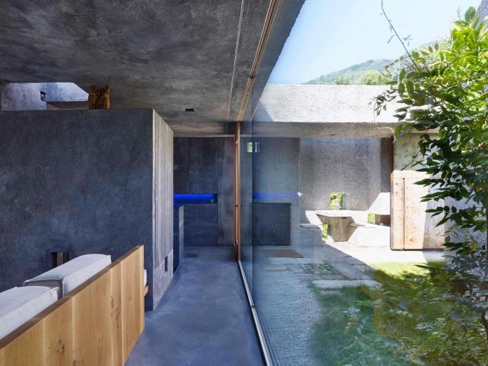 Concrete-House-in-Caviano-near-Lake-Maggiore-by-Wespi-de-Meuron-Romeo-architects-09