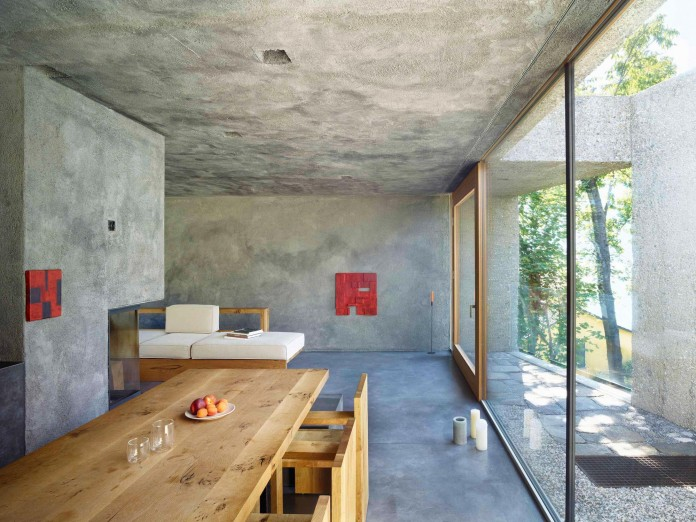 Concrete-House-in-Caviano-near-Lake-Maggiore-by-Wespi-de-Meuron-Romeo-architects-11