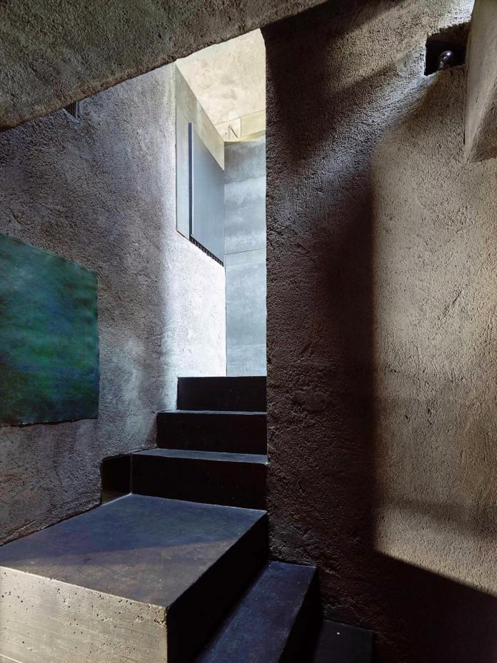 Concrete-House-in-Caviano-near-Lake-Maggiore-by-Wespi-de-Meuron-Romeo-architects-14