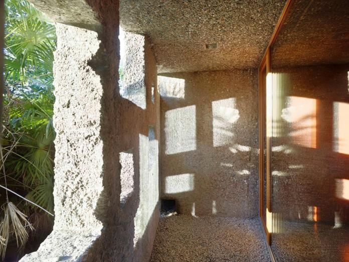 Concrete-House-in-Caviano-near-Lake-Maggiore-by-Wespi-de-Meuron-Romeo-architects-15