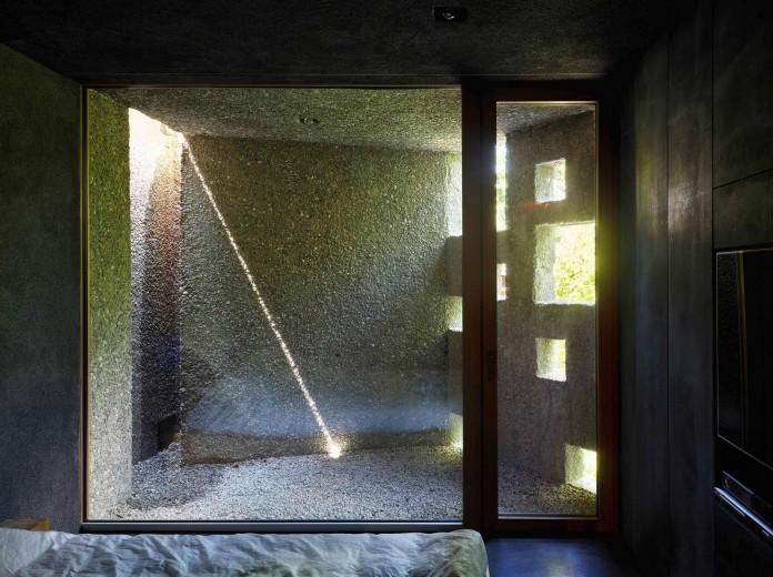 Concrete-House-in-Caviano-near-Lake-Maggiore-by-Wespi-de-Meuron-Romeo-architects-17