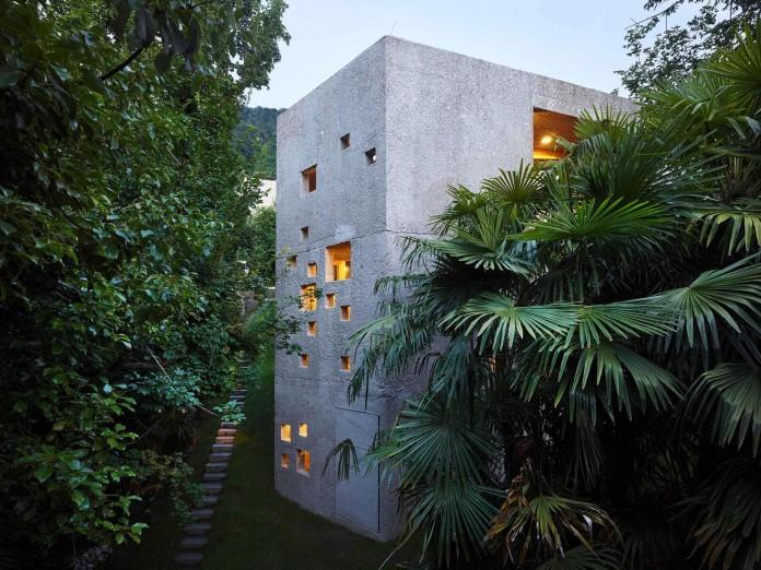 Concrete-House-in-Caviano-near-Lake-Maggiore-by-Wespi-de-Meuron-Romeo-architects-18