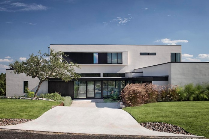 Contemporary-luxury-Lakeway-Residence-by-Clark-Richardson-Architects-01