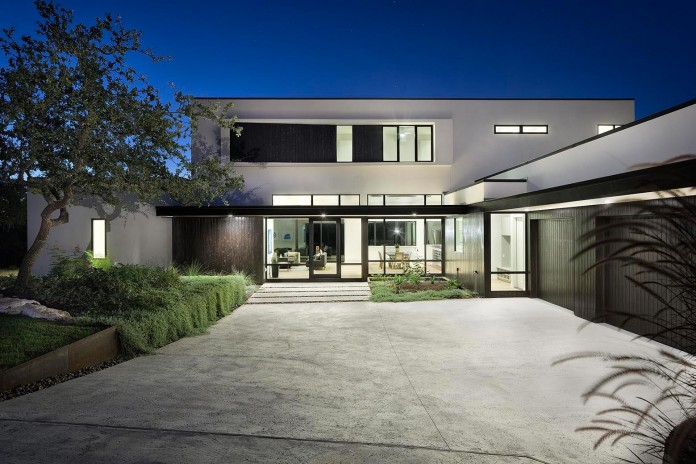 Contemporary-luxury-Lakeway-Residence-by-Clark-Richardson-Architects-05