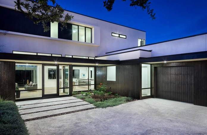 Contemporary-luxury-Lakeway-Residence-by-Clark-Richardson-Architects-06