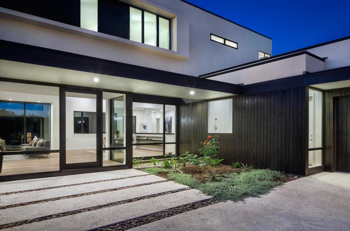 Contemporary-luxury-Lakeway-Residence-by-Clark-Richardson-Architects-07