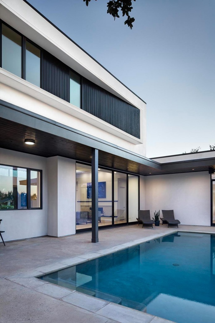 Contemporary-luxury-Lakeway-Residence-by-Clark-Richardson-Architects-08