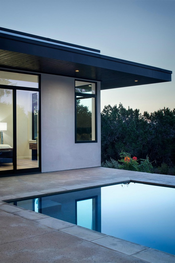 Contemporary-luxury-Lakeway-Residence-by-Clark-Richardson-Architects-09
