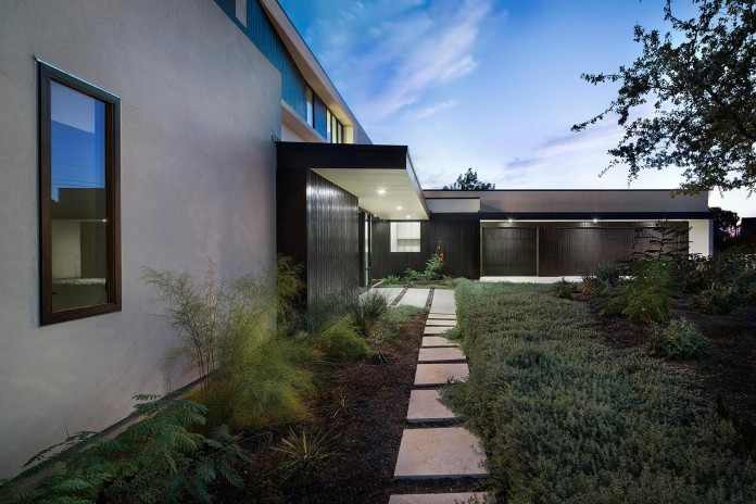 Contemporary-luxury-Lakeway-Residence-by-Clark-Richardson-Architects-10