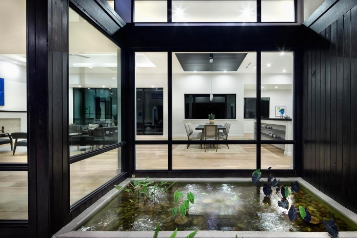 Contemporary-luxury-Lakeway-Residence-by-Clark-Richardson-Architects-11
