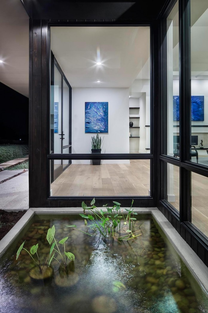Contemporary-luxury-Lakeway-Residence-by-Clark-Richardson-Architects-12