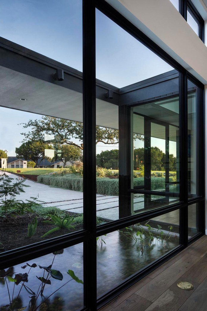 Contemporary-luxury-Lakeway-Residence-by-Clark-Richardson-Architects-13