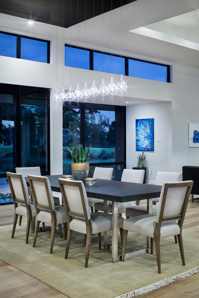 Contemporary-luxury-Lakeway-Residence-by-Clark-Richardson-Architects-14