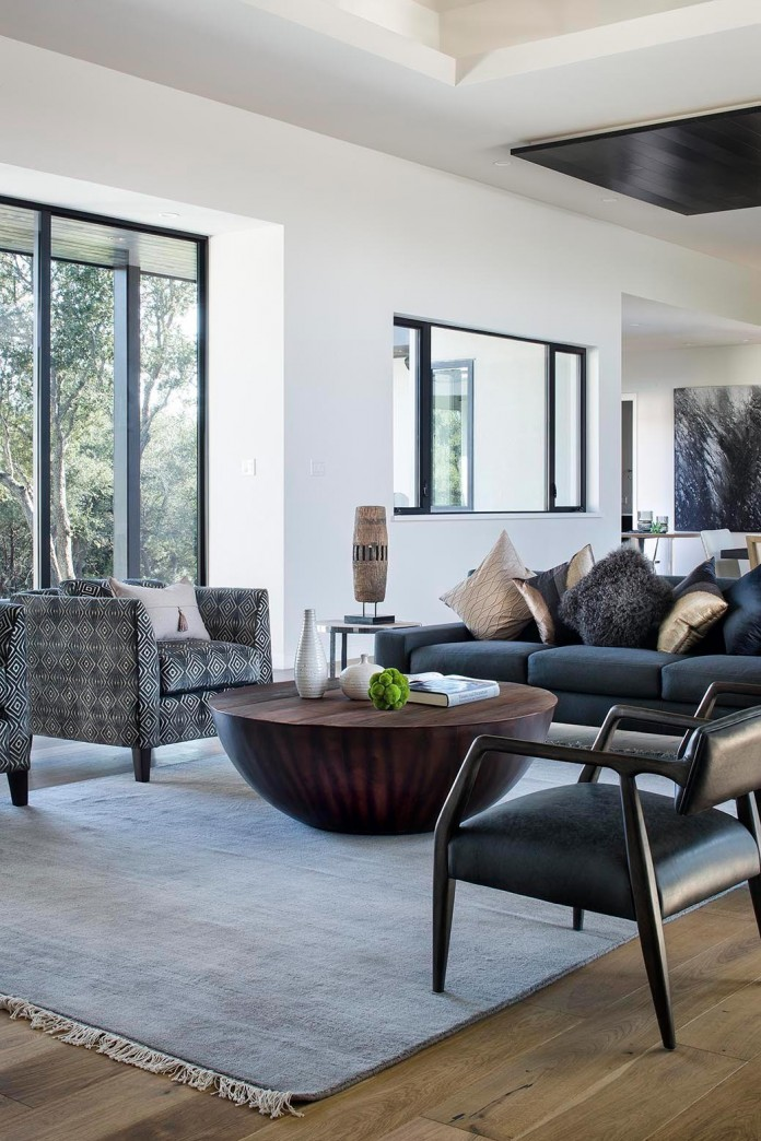 Contemporary-luxury-Lakeway-Residence-by-Clark-Richardson-Architects-17