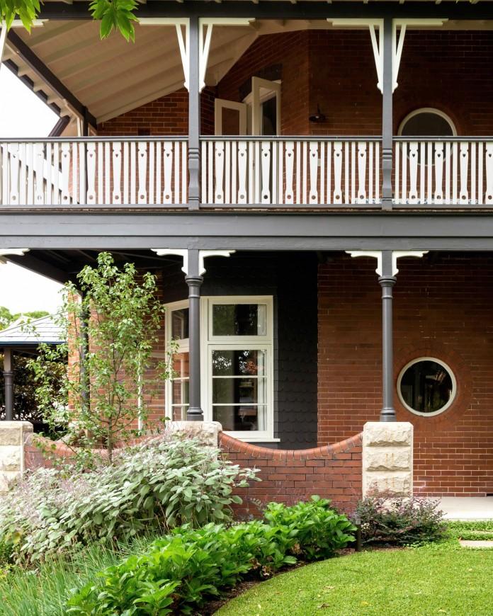 Heritage-Treasure-Chest-Residence-by-Luigi-Rosselli-Architects-07