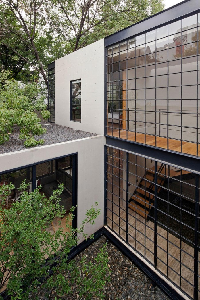 Hill-studio-home-designed-for-a-music-producer-and-artist-by-CCA-04