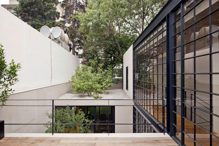 Hill-studio-home-designed-for-a-music-producer-and-artist-by-CCA-05