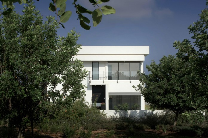House-N-near-the-old-roman-city-of-Caesarea-by-Israel-Nottes-Architects-03