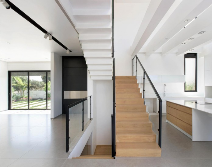 House-N-near-the-old-roman-city-of-Caesarea-by-Israel-Nottes-Architects-05