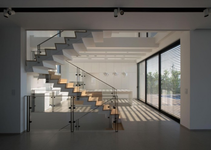 House-N-near-the-old-roman-city-of-Caesarea-by-Israel-Nottes-Architects-06