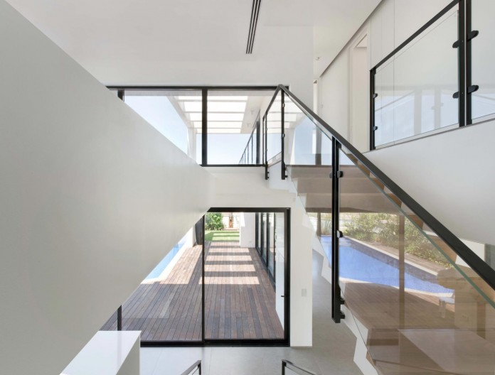 House-N-near-the-old-roman-city-of-Caesarea-by-Israel-Nottes-Architects-07
