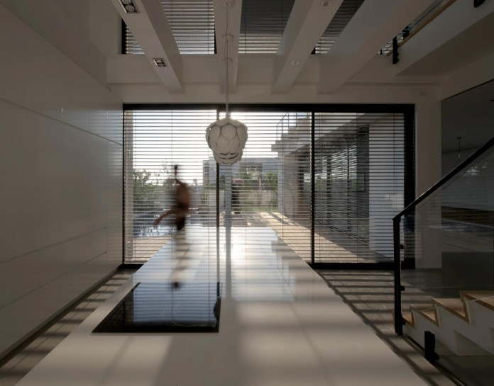 House-N-near-the-old-roman-city-of-Caesarea-by-Israel-Nottes-Architects-11