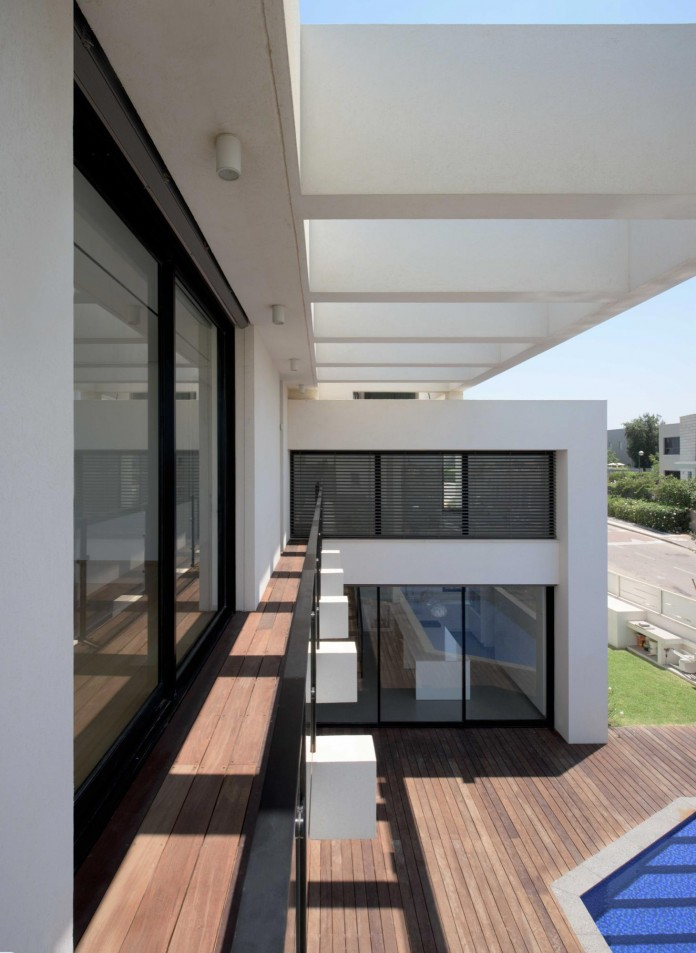 House-N-near-the-old-roman-city-of-Caesarea-by-Israel-Nottes-Architects-12