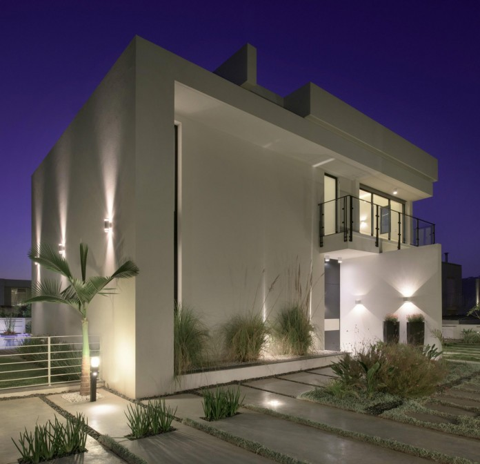 House-N-near-the-old-roman-city-of-Caesarea-by-Israel-Nottes-Architects-14