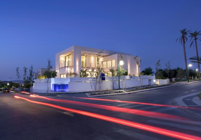 House-N-near-the-old-roman-city-of-Caesarea-by-Israel-Nottes-Architects-15