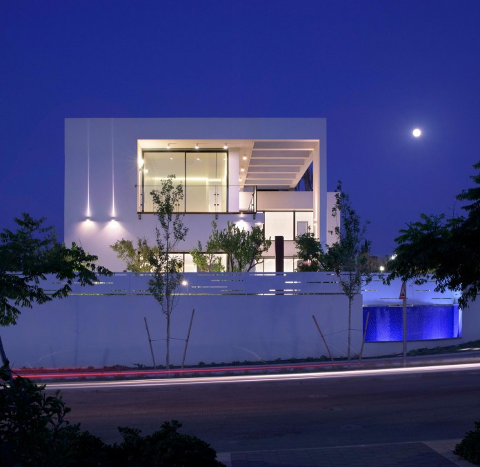 House-N-near-the-old-roman-city-of-Caesarea-by-Israel-Nottes-Architects-16
