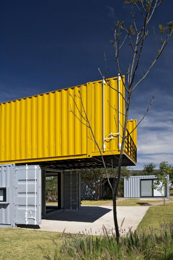 Huiini-House-made-of-four-shipping-containers,-located-in-the-Primavera-forest-by-S+-Diseno-04