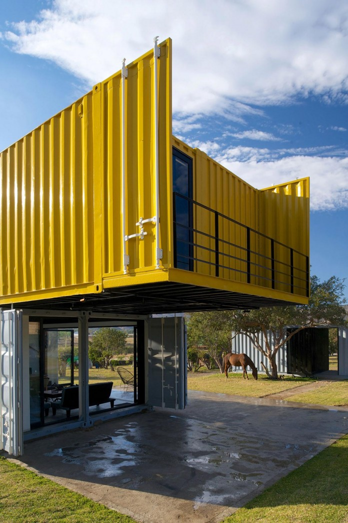 Huiini-House-made-of-four-shipping-containers,-located-in-the-Primavera-forest-by-S+-Diseno-07