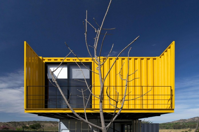Huiini-House-made-of-four-shipping-containers,-located-in-the-Primavera-forest-by-S+-Diseno-09