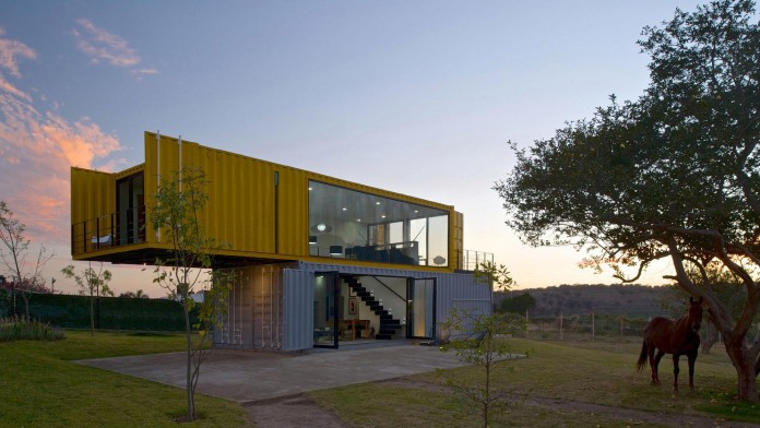 Huiini-House-made-of-four-shipping-containers,-located-in-the-Primavera-forest-by-S+-Diseno-17