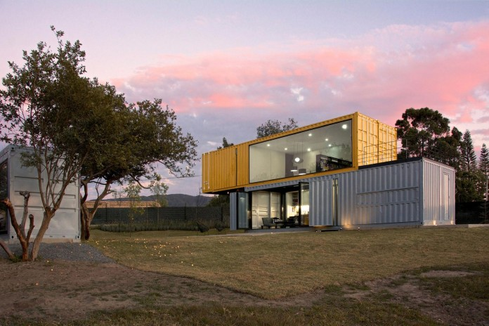 Huiini-House-made-of-four-shipping-containers,-located-in-the-Primavera-forest-by-S+-Diseno-19