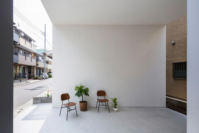 Little-Open-Air-House-with-a-big-Terrace-in-Tokyo-by-Takuro-Yamamoto-02