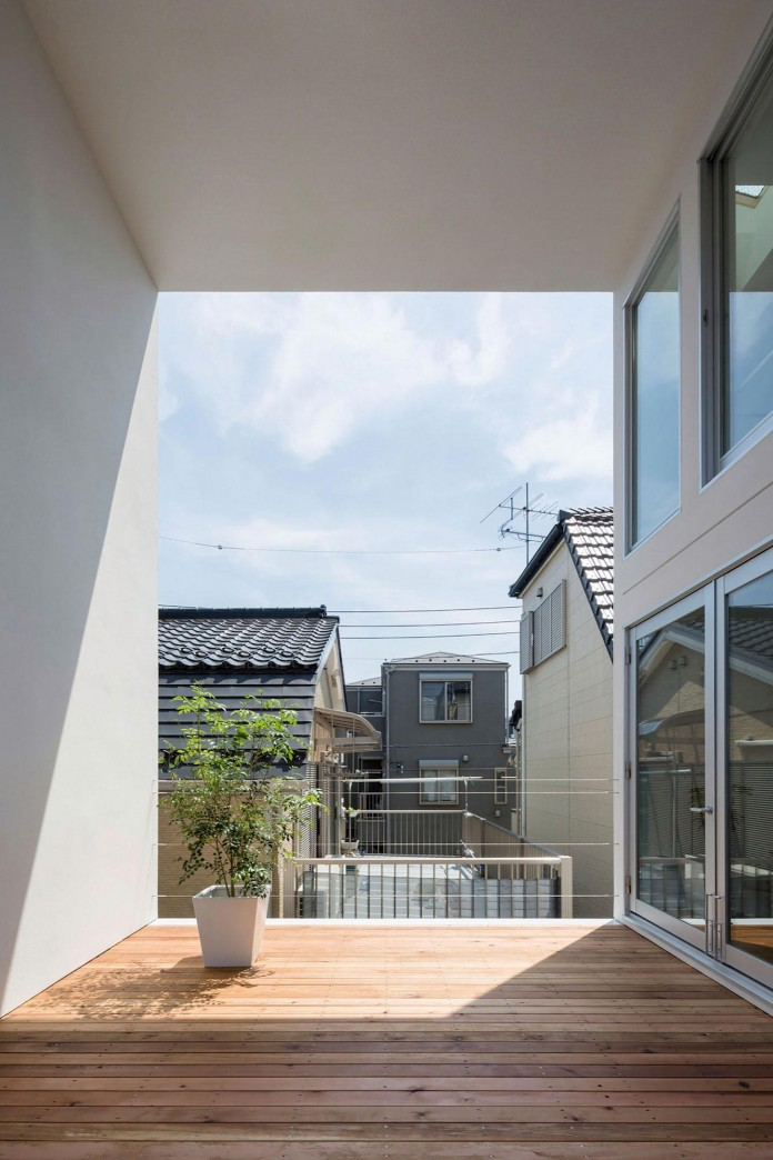 Little-Open-Air-House-with-a-big-Terrace-in-Tokyo-by-Takuro-Yamamoto-03