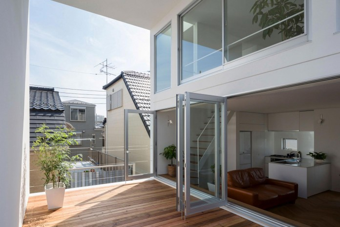 Little-Open-Air-House-with-a-big-Terrace-in-Tokyo-by-Takuro-Yamamoto-04