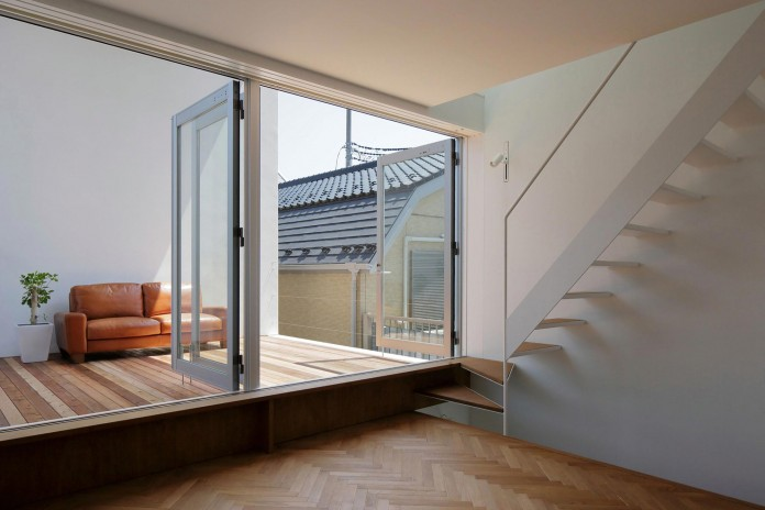 Little-Open-Air-House-with-a-big-Terrace-in-Tokyo-by-Takuro-Yamamoto-06