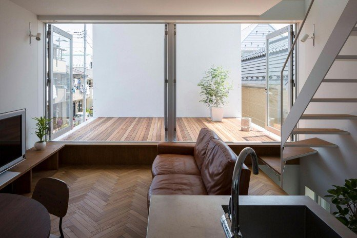 Little-Open-Air-House-with-a-big-Terrace-in-Tokyo-by-Takuro-Yamamoto-07