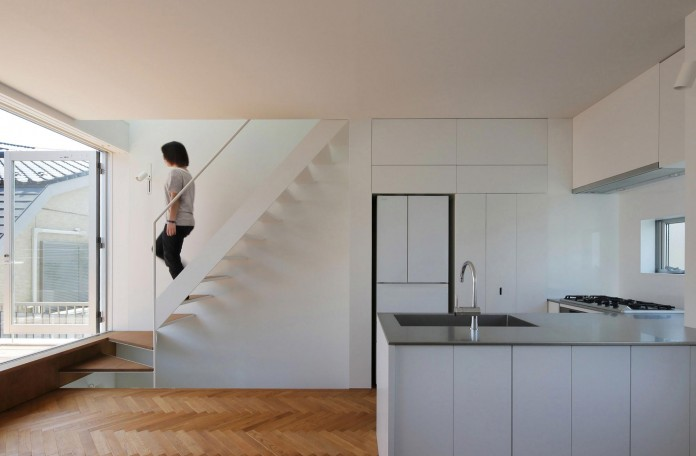 Little-Open-Air-House-with-a-big-Terrace-in-Tokyo-by-Takuro-Yamamoto-08