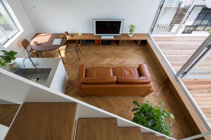 Little-Open-Air-House-with-a-big-Terrace-in-Tokyo-by-Takuro-Yamamoto-09
