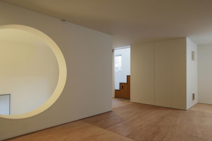 Little-Open-Air-House-with-a-big-Terrace-in-Tokyo-by-Takuro-Yamamoto-11