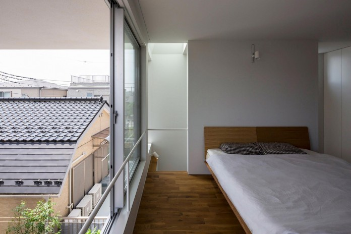 Little-Open-Air-House-with-a-big-Terrace-in-Tokyo-by-Takuro-Yamamoto-13