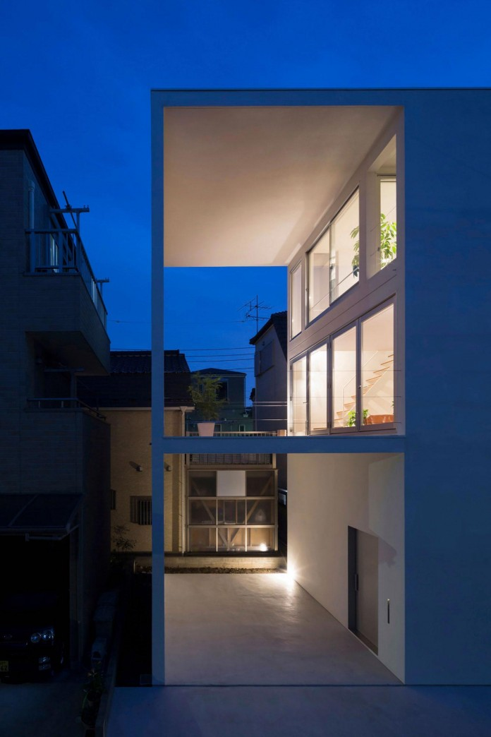 Little-Open-Air-House-with-a-big-Terrace-in-Tokyo-by-Takuro-Yamamoto-18