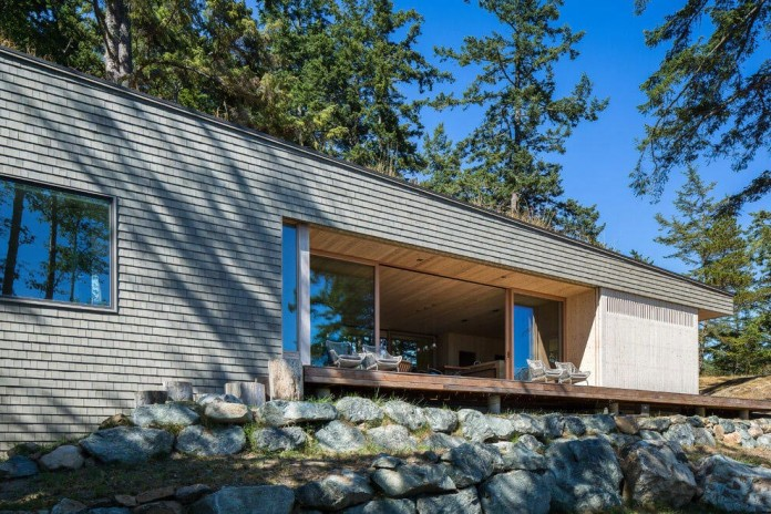 Lone-Madrone-Forrest-Retreat-by-Heliotrope-Architects-02